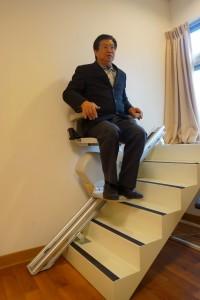 南開科技大學民生學院院長段伴虬曾與學生研發樓梯升降台(圖)等科研產品。