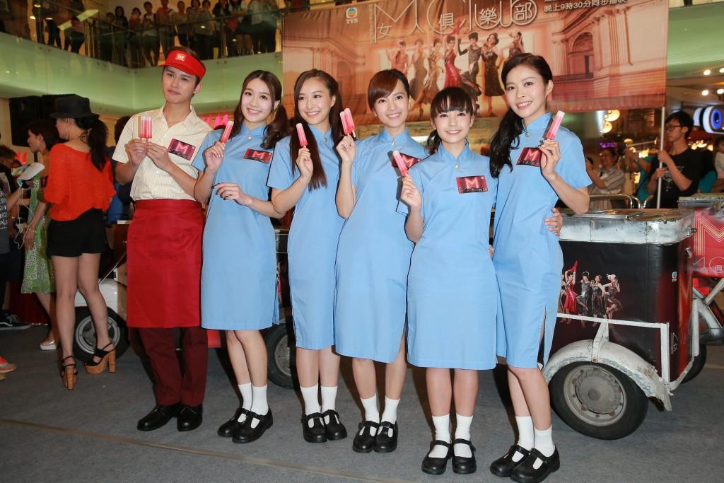 接拍劇集《女人俱樂部》,令Winki踏進電視圈。圖為Winki(右一)與一眾該劇演員參與該劇的宣傳活動。