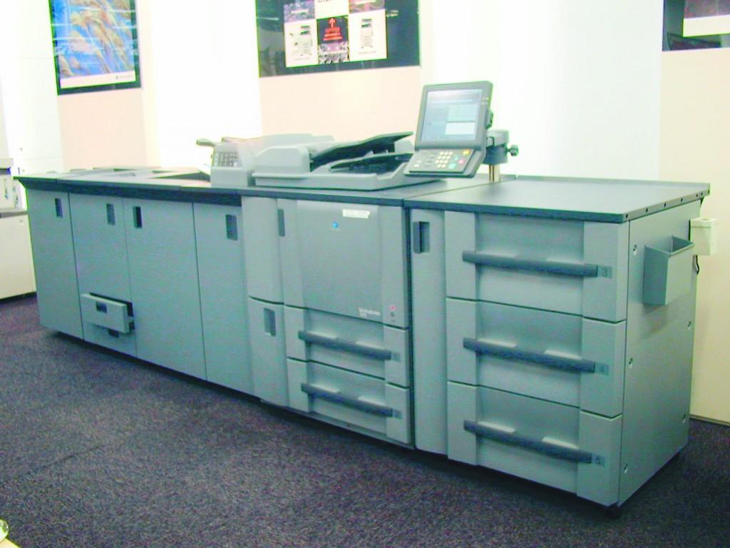 傳統紙本書方面,亦能藉數碼印刷技術增加優勢。相對於傳統柯式印刷,數碼印刷的速度較快、印量及內容具彈性,可減省成本,提高品質。
