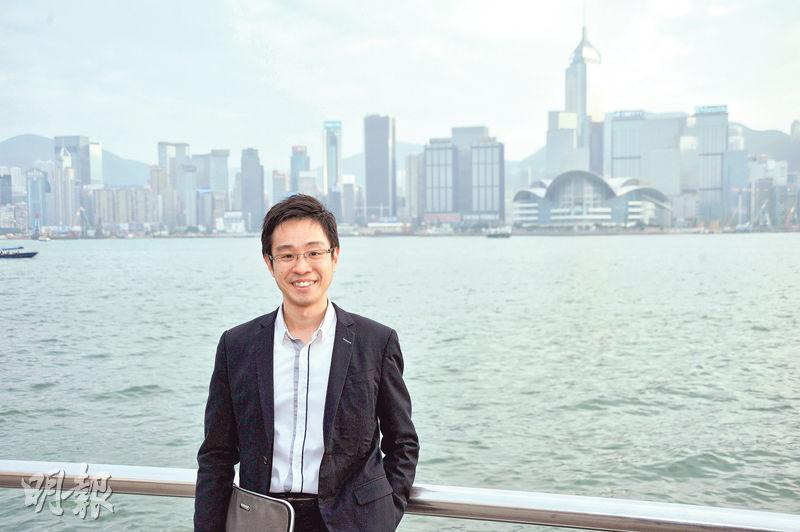 中原金融集團組別營業董事楊文鏘,2009年畢業於香港大學教育學院,但早於2007年已加入中原金融集團。2012年取得認可財務策劃師(CFPCM)資格,成為中原金融當時最年輕的財務策劃師。現時亦不時寫專欄講解理財概念。