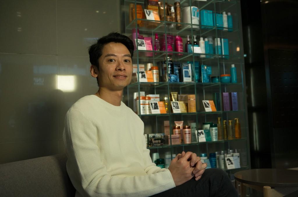 Daniel擔任髮型師20年,不但與顧客建立深厚友誼,更親自培育出3名助理成為髮型師。