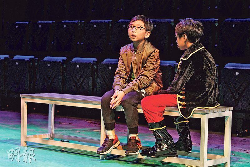 飾演聽障人士的蘇永成(左)表示,演戲時被言語攻擊已感到難受,相信現實中殘障人士會遇上更多歧視,成年後找工作也很困難。