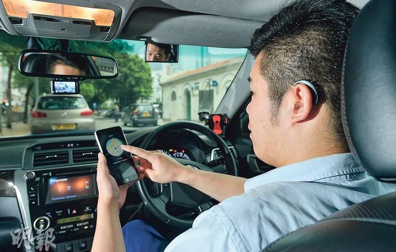 Uber伙「龍耳」聘聽障司機 特製手機App 閃光代聲提示接柯打