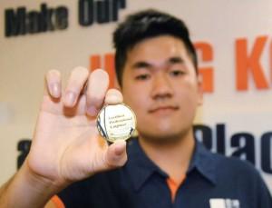 24歲的Ken,因工作態度及表現佳,獲選為「金牌師傅」,得到公司及客戶肯定。