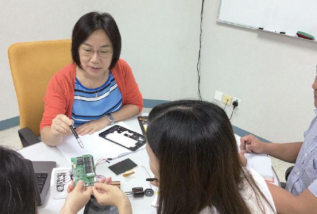 作為電子零件採購員,May一方面與工程師合作,控制成本,另一方面尋找合適的零件供應商,並磋商合理的價格。