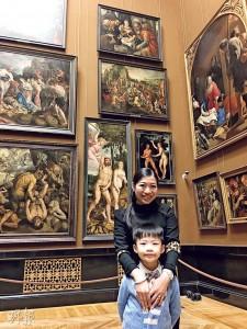 各地的博物館都留下兩母子的足迹,圖為他們早前參觀位於奧地利維也納的藝術史博物館。(圖﹕馮凱鍵)