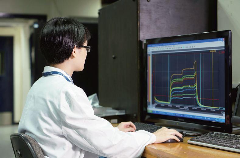完成測試後,Eunice需要把得出的結果整合及歸納,以分析電器性能。