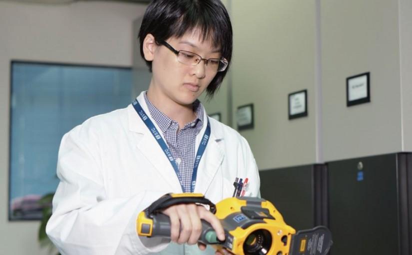 實驗室助理技術主任:謹慎檢測 確保電器效能