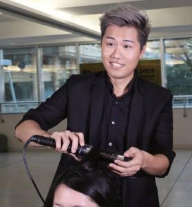 Kitson在日本訓練時更學習到髮型設計的技巧,對他的化妝事業大有裨益。