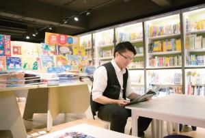 書店雖是零售業,同時也是服務業,是讀者的心靈停泊港。