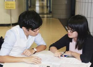 私人補習老師以一對一方式授課,互動性較高。