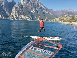 因為滑浪風帆,阿Wing(圖)遊遍意大利、波蘭等地,自言擴闊眼界比書本知識更有幫助。(資料圖片)
