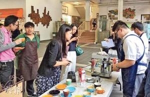 外訪學校——Natural Cafe的青少年有時會外訪,帶齊工具到區內學校的活動,讓師生、家長一同品嘗咖啡。(圖:受訪者提供)