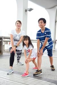 齊起跑——受媽媽影響,5歲的Charlotte和10歲的Anson也愛上跑步,而且感染了那份正能量。