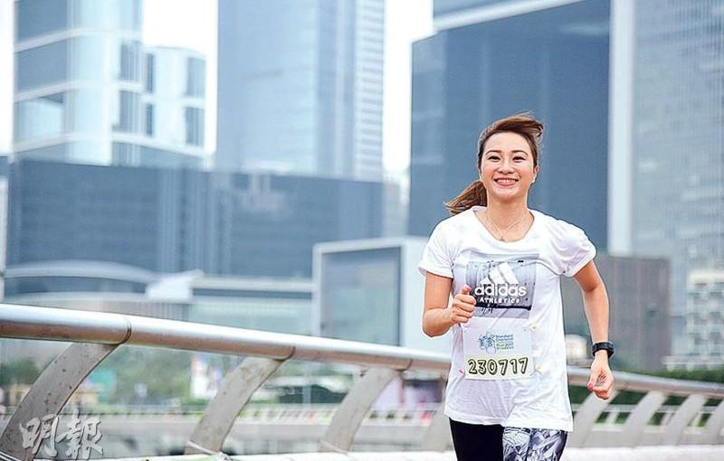 健康家庭:鍛煉意志 感染孩子 靚媽跑步傳遞正能量
