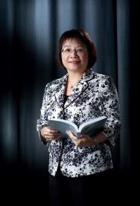 恒生管理學院署理商學院院長、企業管治工商管理 (榮譽) 學士課程總監黃若霞博士