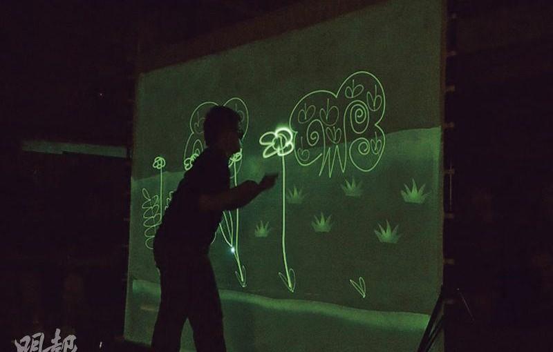 教師犧牲暑假製畫具 智障生享光影作畫樂