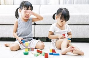 認識情緒——小朋友玩耍時常會出現爭執,父母可把握機會,教導小朋友認識情緒,學習與人相處的技巧。(設計圖片,相中模特兒與文中提及個案無關。圖:kiankhoonz@iStockphoto)