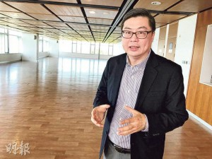 科大商學院院長譚嘉因稱,身後的數百呎地方將改建為「孵化基地」,會設電腦、3D打印機等基本硬件,供有興趣於發明金融科技產品的學生使用。(黃津琪攝)