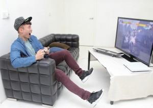 笑波子的影片內容輕鬆有趣,例如他會拍攝自己在遊戲中闖關的經過(上)。而拍攝後,需經過後期製作工序(下)方可把影片上載至網絡。