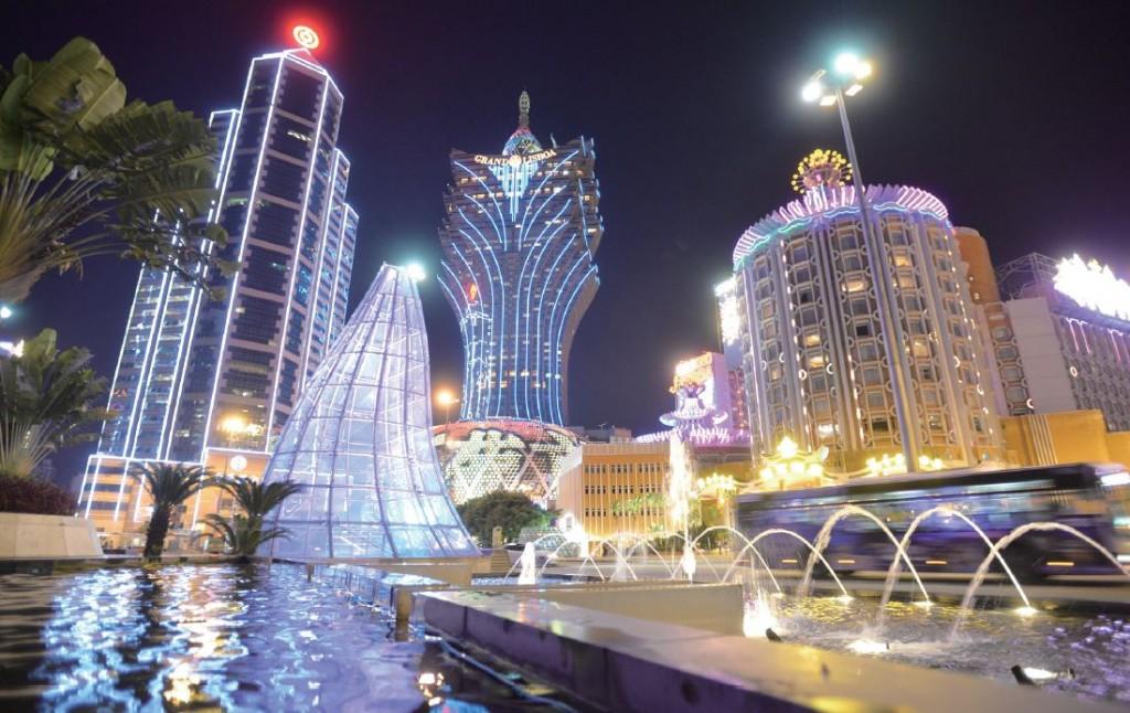 賭博業與旅遊業兩者相輔相承,是澳門引以為傲的產業。