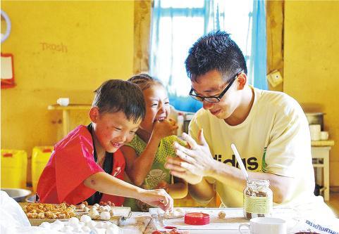 鄧緯榮藉大自然治癒傷痛 「小鳥」四海飛翔 助人快樂