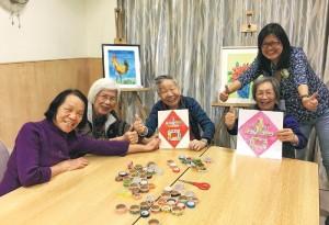 伍方惠敏(站立者)在安老院舍積極推行多元化的藝術和運動活動,讓長者發揮創意和潛能。