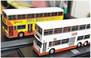 車長訓練巴士模型亦是Dennis的收藏之一。前為九巴的車長訓練巴士,後為城巴款式。