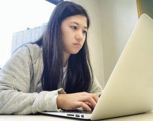 IT職場上女性從業員約佔兩成,Suki笑言因較少女生入行,所以同事都十分照顧自己。(受訪者提供)