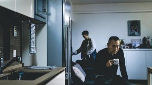 Norris另一編劇作品愛情懸疑劇《歎息橋》將於5月11日在ViuTV首播,主演包括林保怡(圖前)、周家怡、衛詩雅等。故事有如「羅生門」事件,以6個角色道出一個撲朔迷離的愛情故事。(劇照)