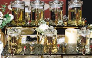 Peter表示現時婚禮的回禮禮物變化多端,除了常見的糖果、曲奇,還有自行調配的香水。