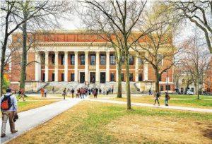 美國留學——美國着重全人發展,因此傾向喜歡錄取視野闊、經歷多的中學生和大學生。(RomanBabakin@iStockphoto)