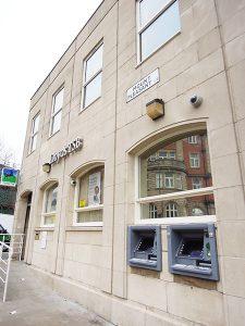 初到英國的學生,若帶同銀行匯票,第一步應開立戶口,而在當地開戶是要預約的。(相片由HKIES海升國際教育服務中心提供)