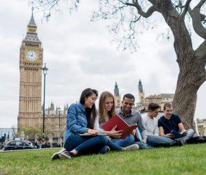 英國大學雖然受疫情影響而停課,但韋嘉傑有信心9月能如常開學。(圖片由楓葉教育升學中心提供)