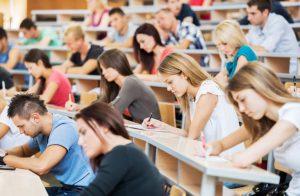 本港學生如未能順利升讀英國大學,可考慮報讀當地一年制的大學基礎課程。(圖片由楓葉教育升學中心提供)